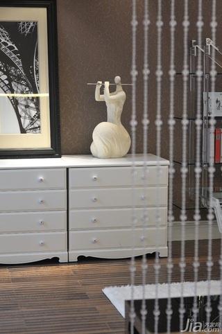 欧式风格四房大气白色富裕型珠帘隔断电视柜效果图