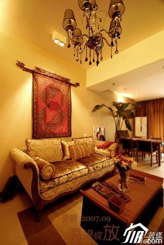 东南亚风格别墅富裕型客厅楼梯沙发效果图