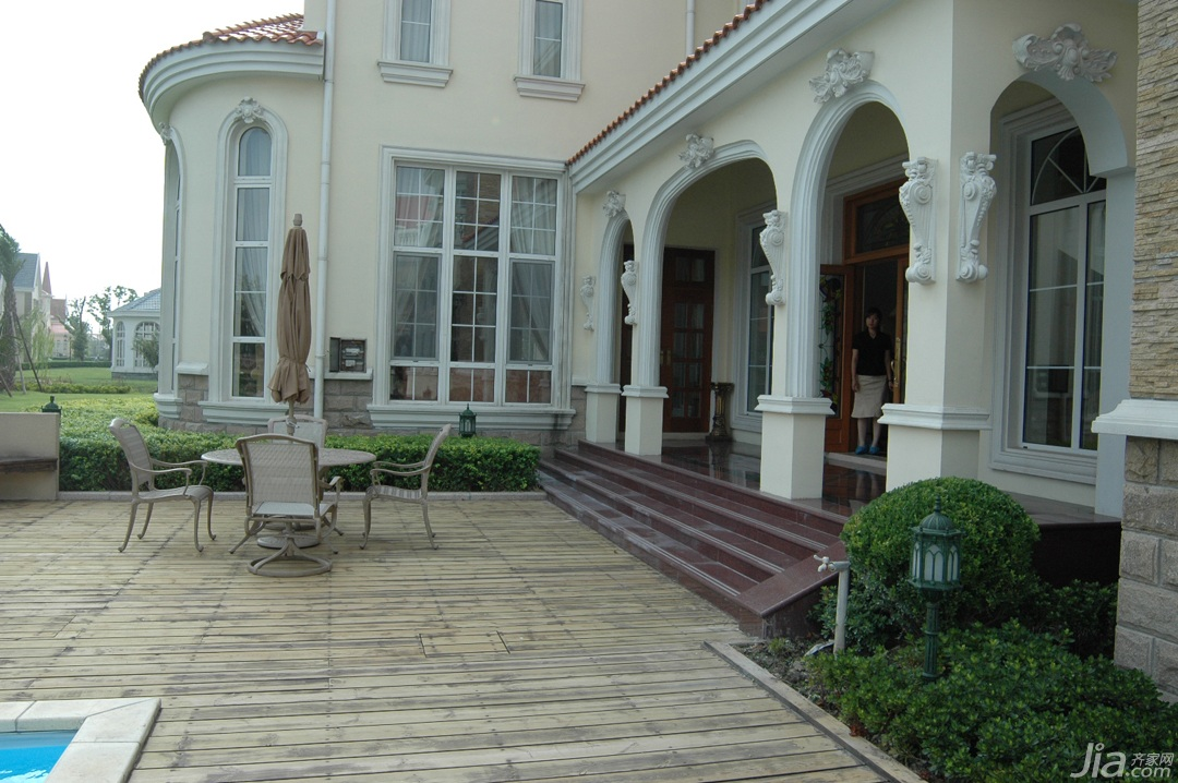 欧式风格别墅奢华白色富裕型庭院效果图
