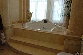 欧式风格别墅奢华白色富裕型浴缸效果图