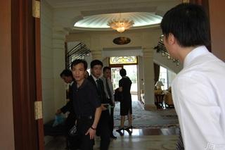 欧式风格别墅奢华白色富裕型门厅地毯效果图