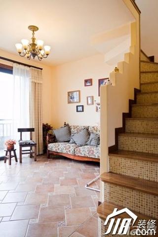 地中海风格别墅温馨暖色调富裕型140平米以上客厅楼梯灯具图片