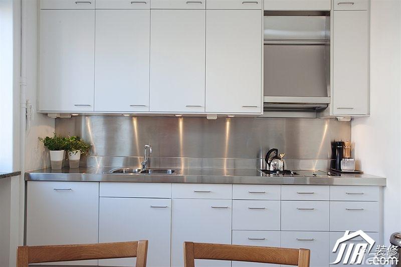 北欧风格二居室经济型厨房橱柜效果图
