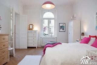 北欧风格二居室白色经济型卧室衣柜效果图