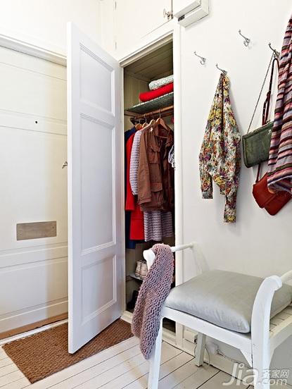 北欧风格小户型白色经济型玄关衣柜安装图