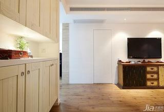 混搭风格三居室简洁富裕型客厅鞋柜效果图