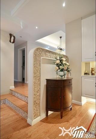美式风格公寓温馨暖色调富裕型过道效果图