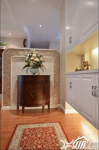 美式风格公寓温馨暖色调富裕型过道壁纸效果图