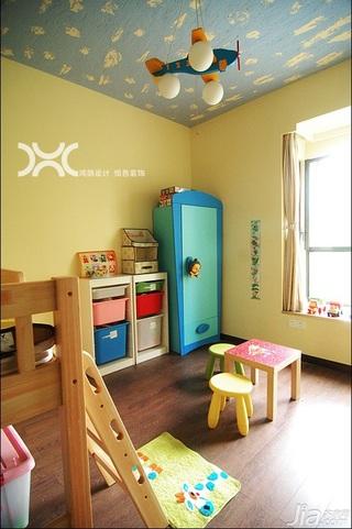 混搭风格公寓温馨原木色富裕型儿童房吊顶衣柜图片