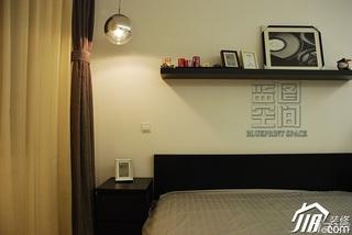 日式风格公寓温馨米色富裕型卧室床头柜效果图
