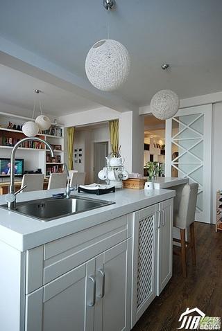 简约风格二居室富裕型厨房橱柜安装图