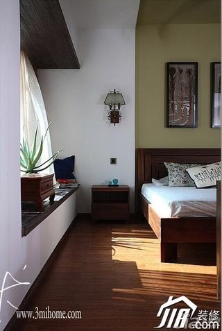 三米设计中式风格别墅富裕型卧室背景墙床头柜效果图