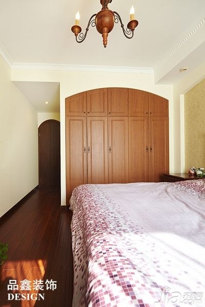 地中海风格三居室暖色调130平米卧室衣柜订做