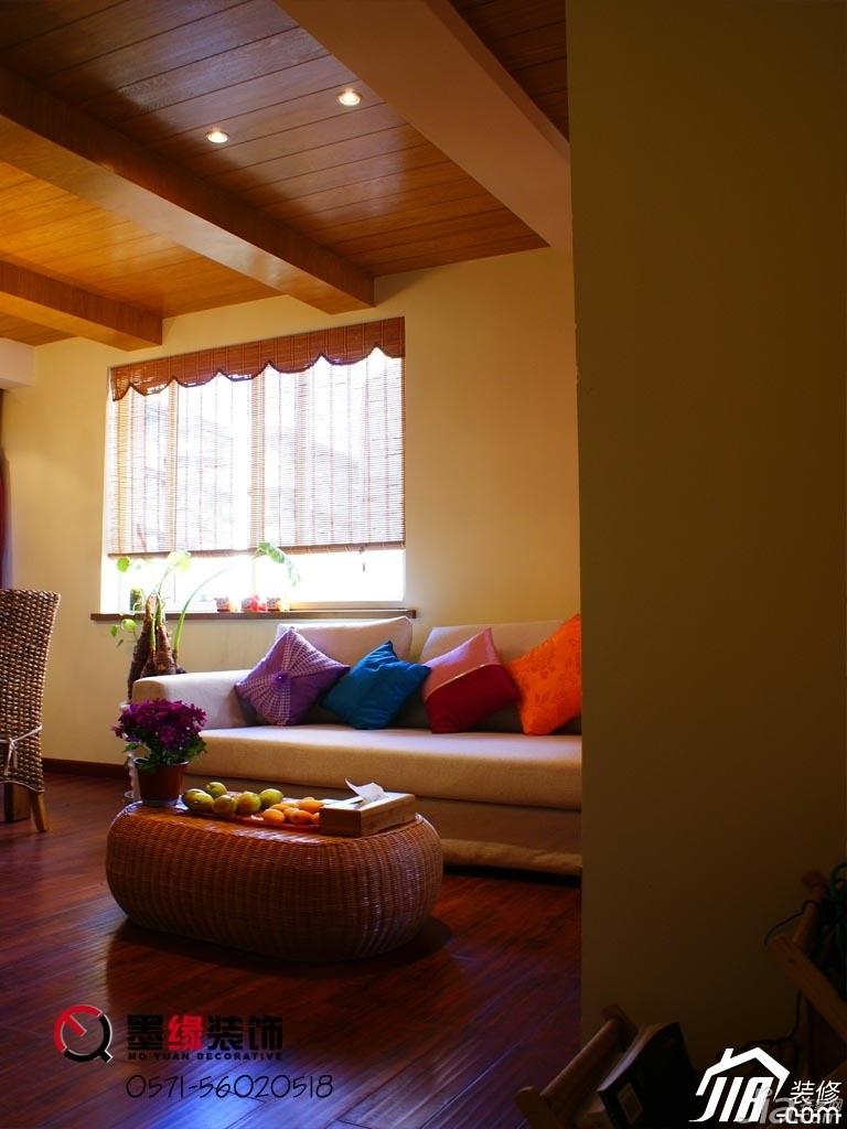 田园风格公寓暖色调5-10万50平米客厅沙发图片