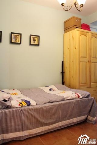 二居室温馨暖色调富裕型60平米卧室衣柜设计图纸