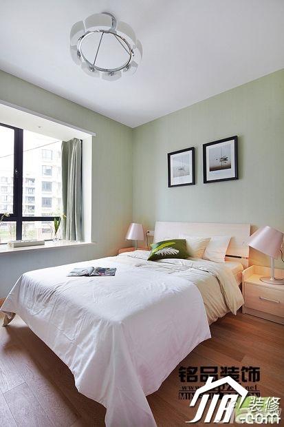 简约风格三居室绿色15-20万90平米卧室飘窗床图片