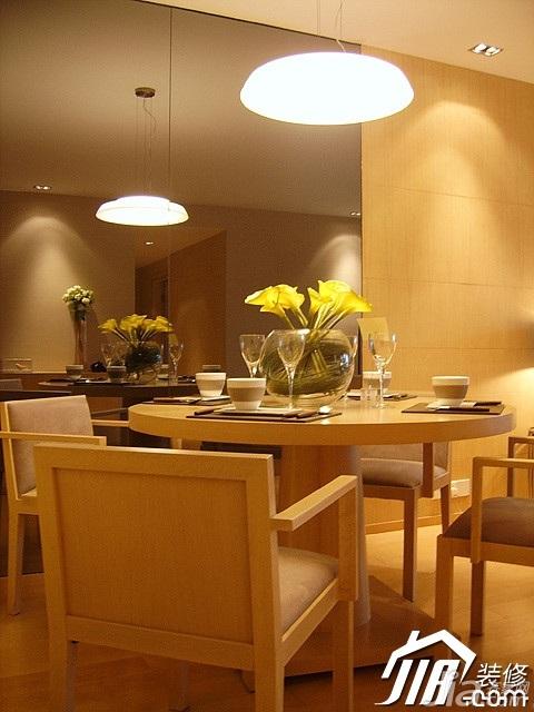 简约风格二居室温馨米色富裕型餐厅灯具效果图