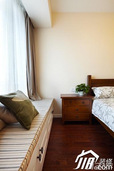 美式风格四房温馨富裕型140平米以上卧室床头柜图片