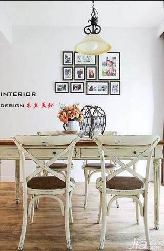 东南亚风格三居室简洁15-20万餐厅餐厅背景墙灯具效果图