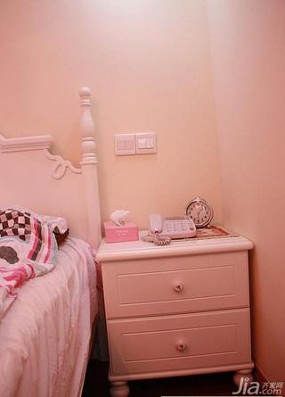 简约风格二居室温馨富裕型卧室床婚房家装图
