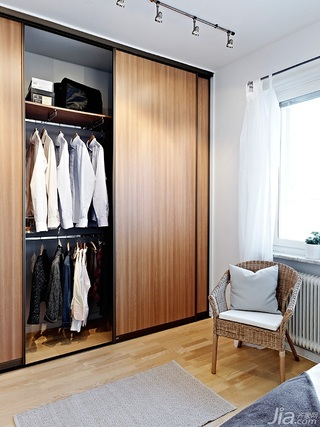 二居室80平米卧室衣柜设计图