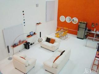 橙色温情 阁楼房布局典范