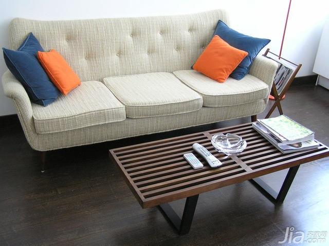 淡雅色調公寓房 水晶吧臺椅設計