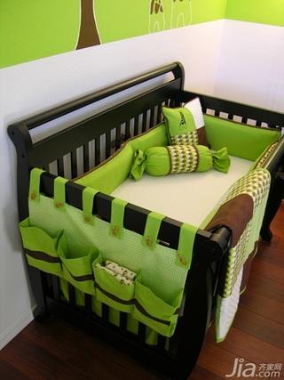 小户型绿色儿童房婴儿床图片