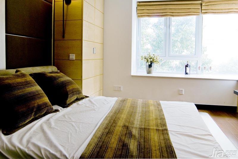 简约风格三居室温馨富裕型卧室床效果图