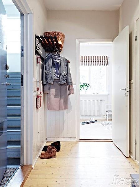 混搭风格二居室经济型玄关装修效果图