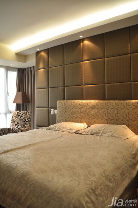 混搭风格二居室富裕型卧室床效果图