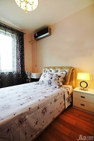 混搭风格二居室富裕型80平米卧室床婚房家装图片