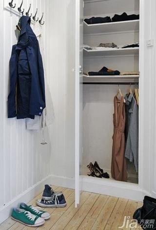 北欧风格小户型白色经济型40平米衣帽间衣柜设计