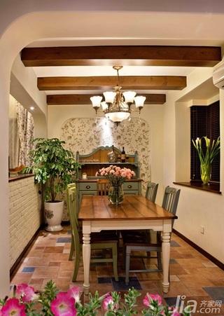 美式乡村风格复式富裕型餐厅餐桌婚房家装图