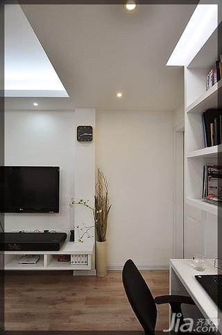 小户型简洁白色经济型40平米工作区电视背景墙书桌效果图