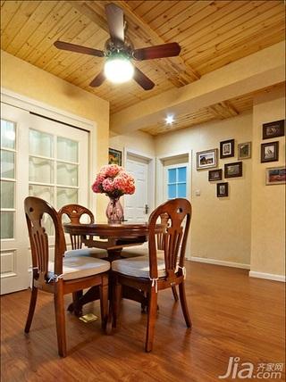 美式乡村风格三居室120平米餐厅吊顶餐桌效果图