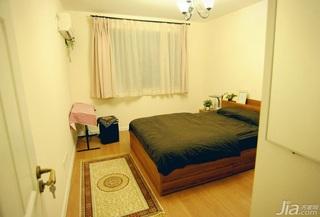 日式风格三居室温馨暖色调5-10万卧室床图片