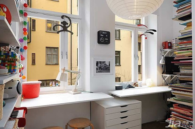 北欧风格小户型简洁白色书房书桌图片
