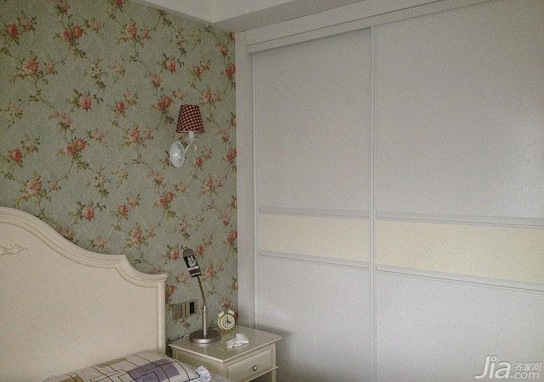 美式乡村风格二居室90平米卧室背景墙衣柜图片