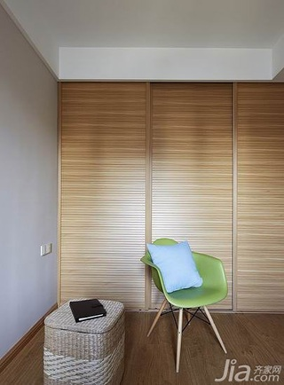 简约风格三居室120平米卧室衣柜设计图