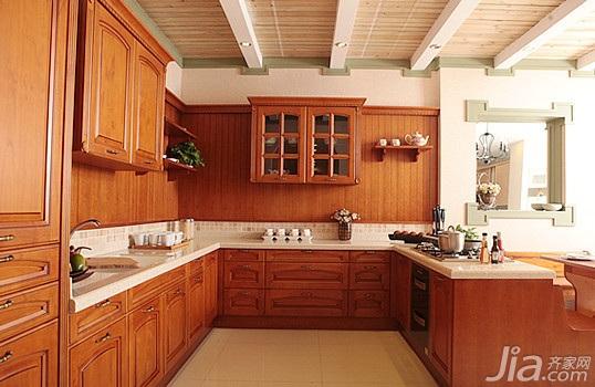 橱柜风格:复古,配置类型:豪华型,橱柜形状:连岛形,柜门材质:实木门板.