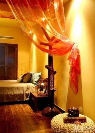 东南亚风格复式豪华型卧室床新房家装图片
