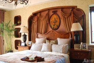 美式乡村风格别墅卧室卧室背景墙装修效果图