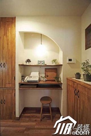 日式风格小户型原木色5-10万80平米玄关书桌效果图