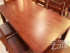 简约大方实木长餐桌