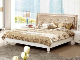 现代新古典白色亮光双人床