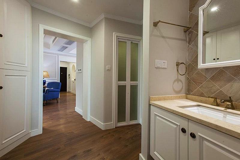 美式风格二居室舒适130平米卫生间效果图