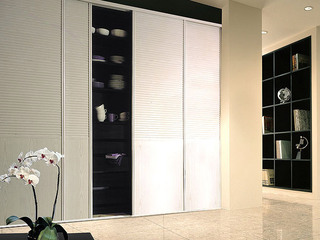 白橡木经典百叶定制移门衣柜