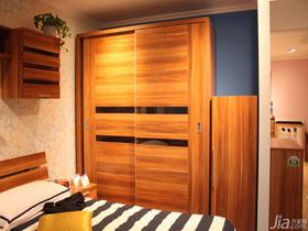 日式原木色移門衣柜