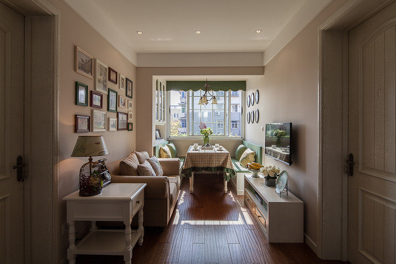 浅绿色清新淡雅 80平美式小清新二居室